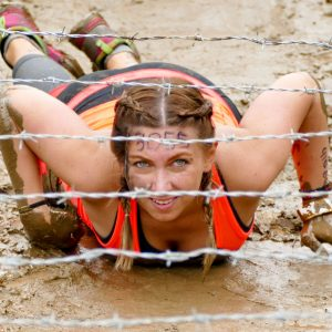 "Teilnehmerin Hindernis ""Entrapment"" Tough Mudder"