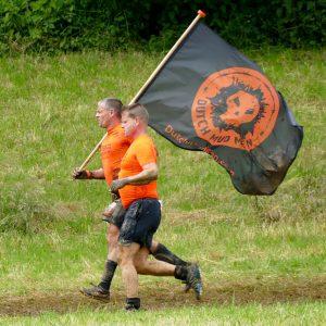 """Team """"Dutch Mud Men"""" mit Flagge"""